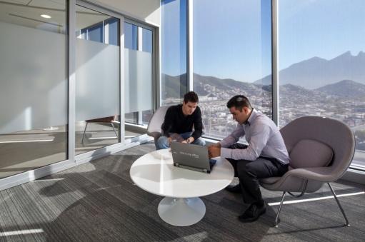 Microsoft inaugura la primera oficina totalmente m vil en for Oficinas microsoft